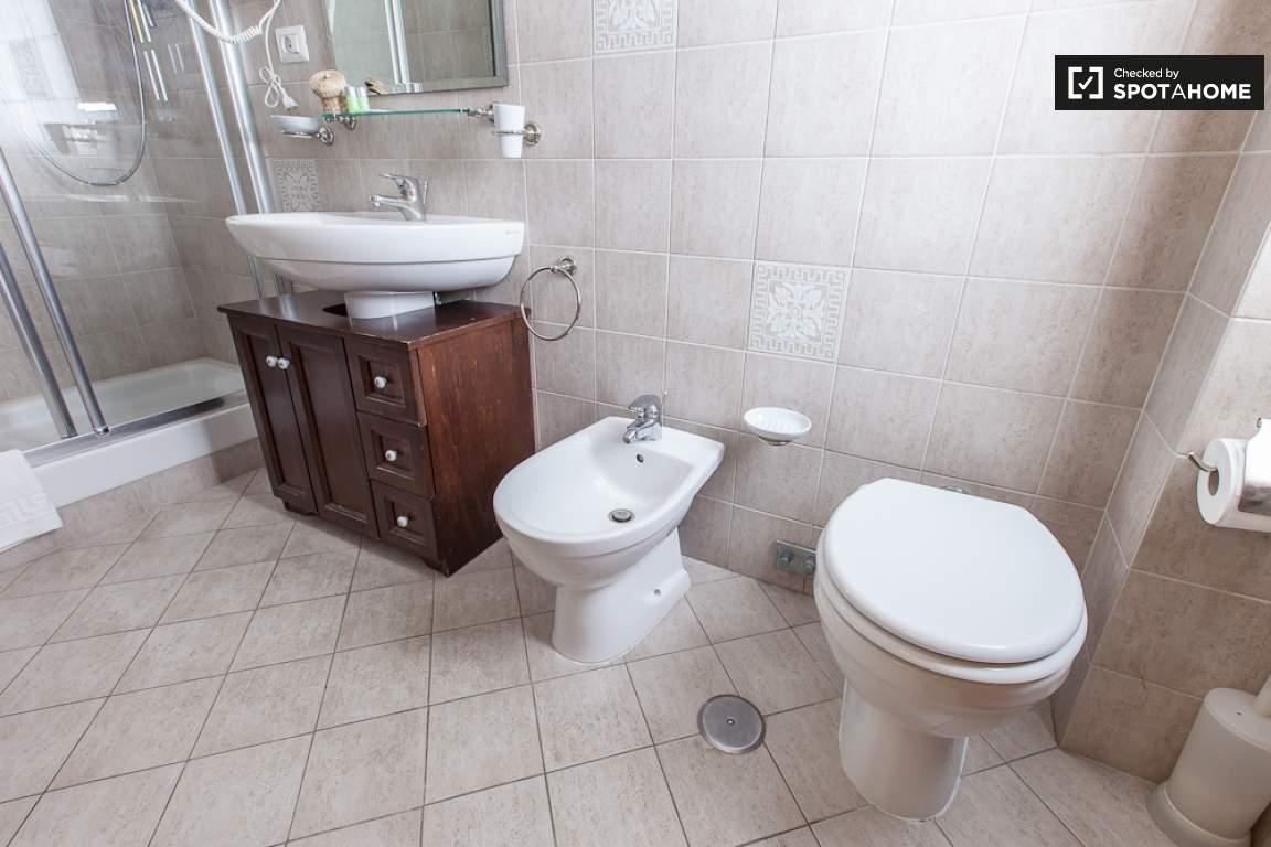 bathroom room 5