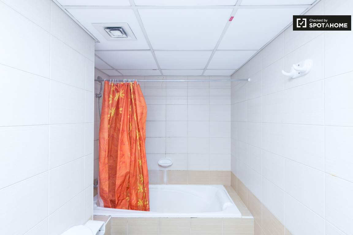 Bedroom 1 ensuite bathroom