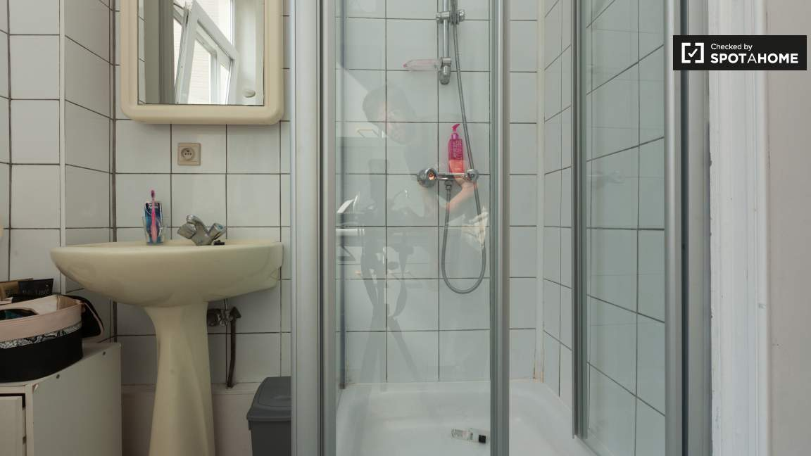 Bedroom 4 Shower