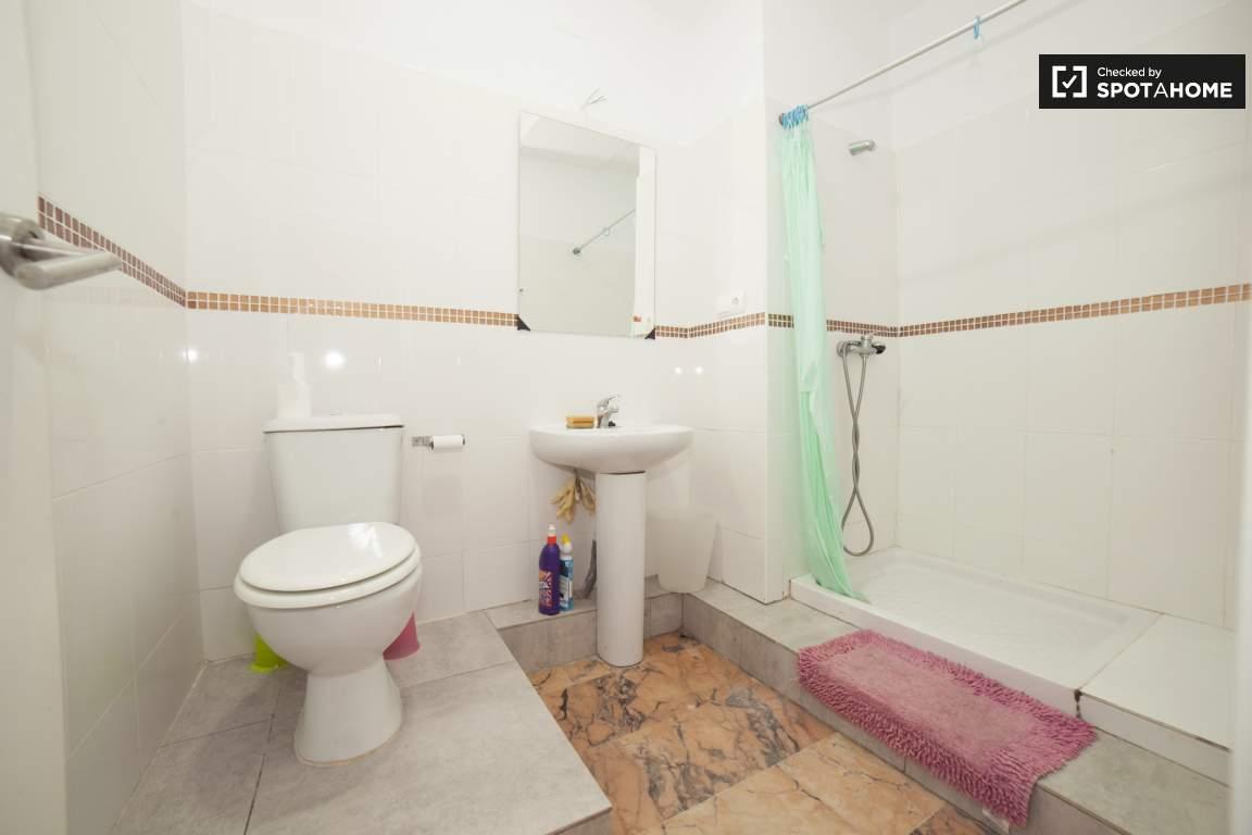 Bathroom 2 (ground floor)