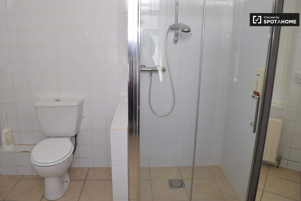 Bathroom (bedroom 14 en-suite)