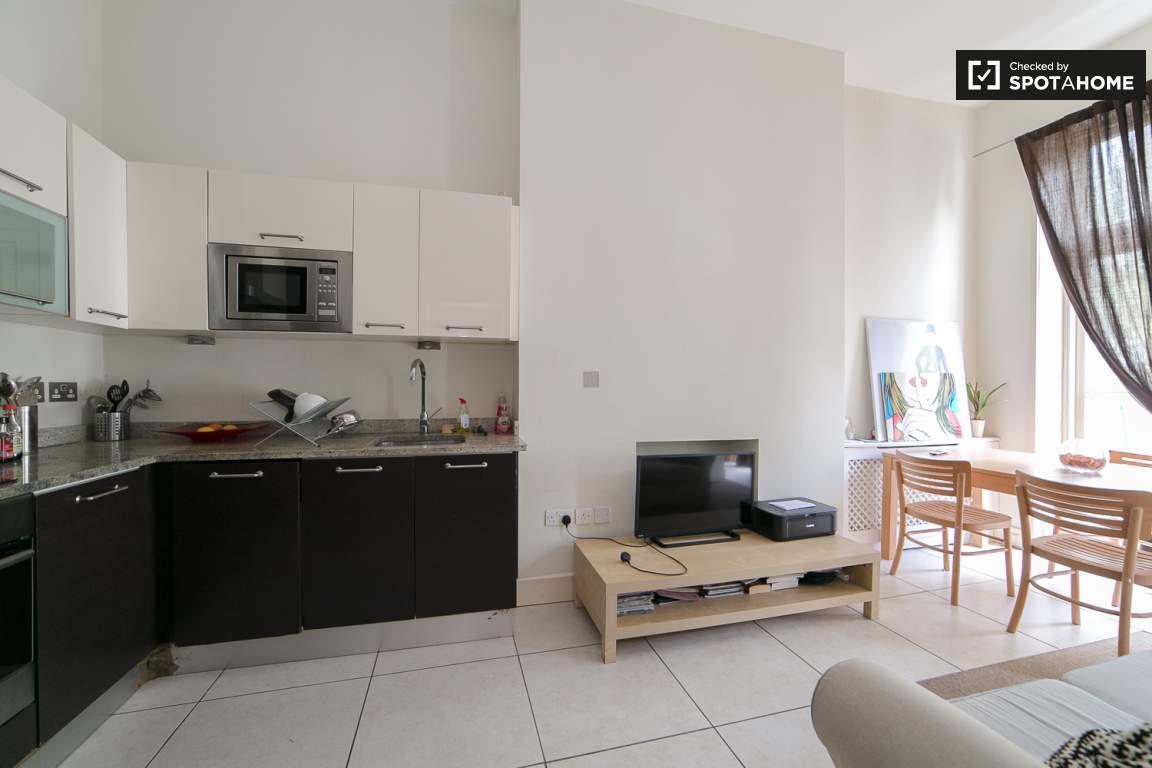 Kitchen / Dinning area