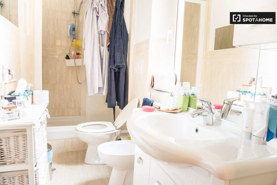 Bathroom inside bedroom 1