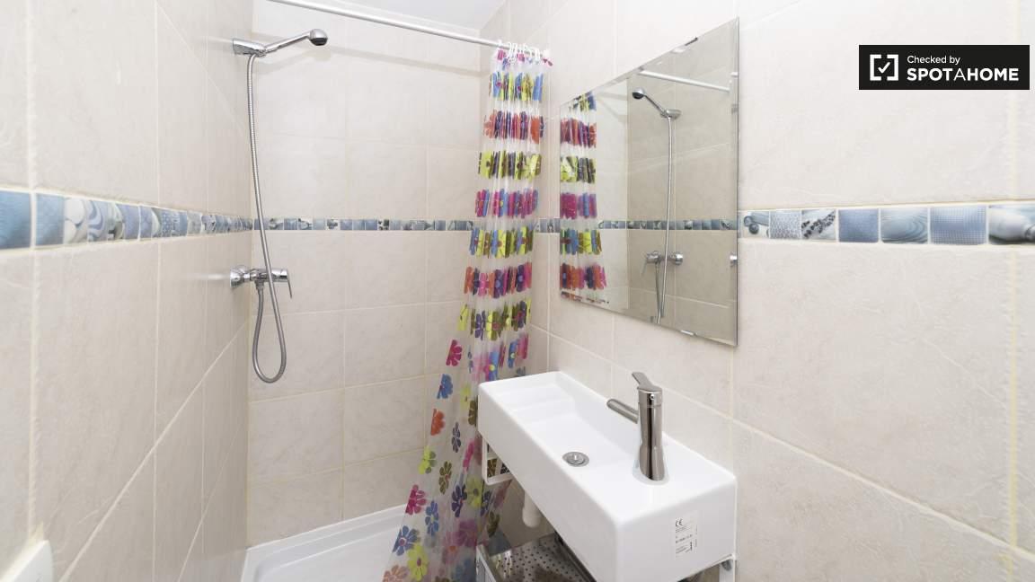 Ensuite bathroom 3