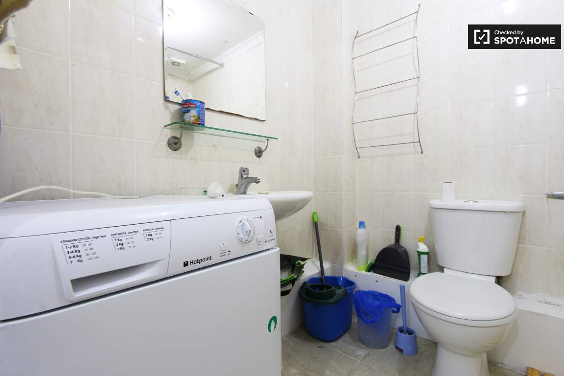 Bathroom upper floor