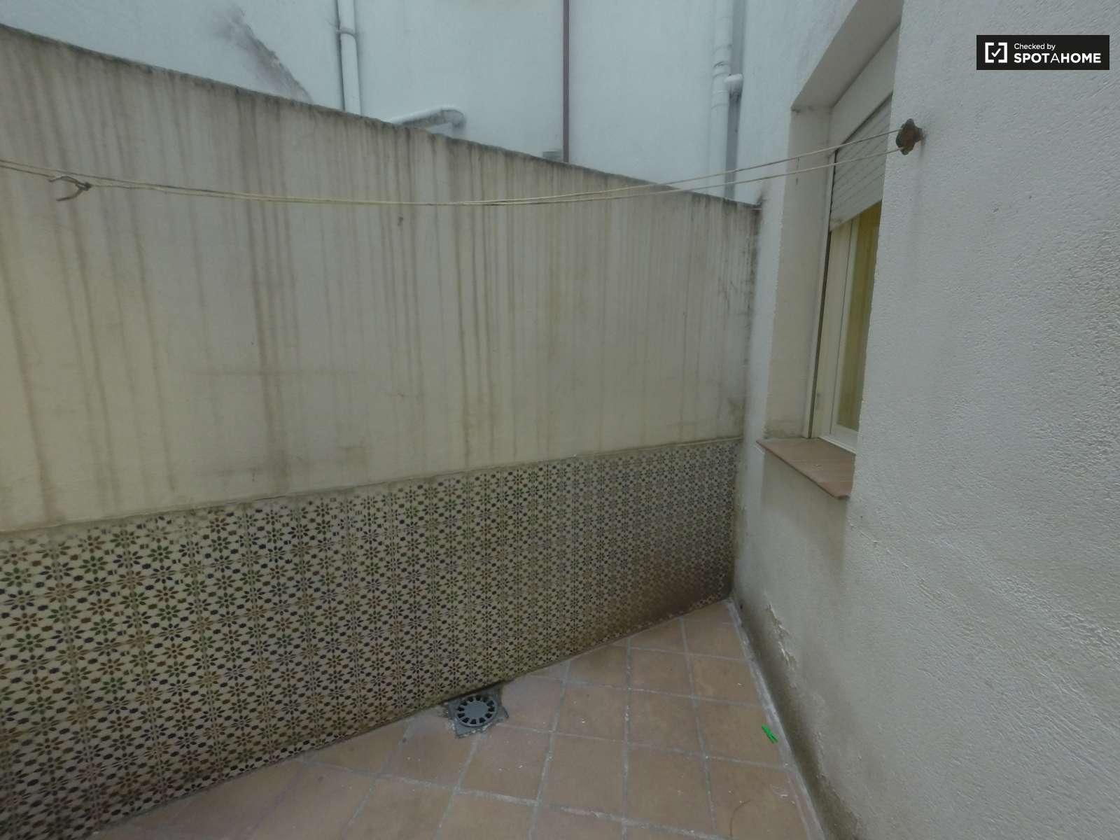 Acogedor piso en alquiler en chamber madrid ref 84511 for Pisos en chamberi madrid