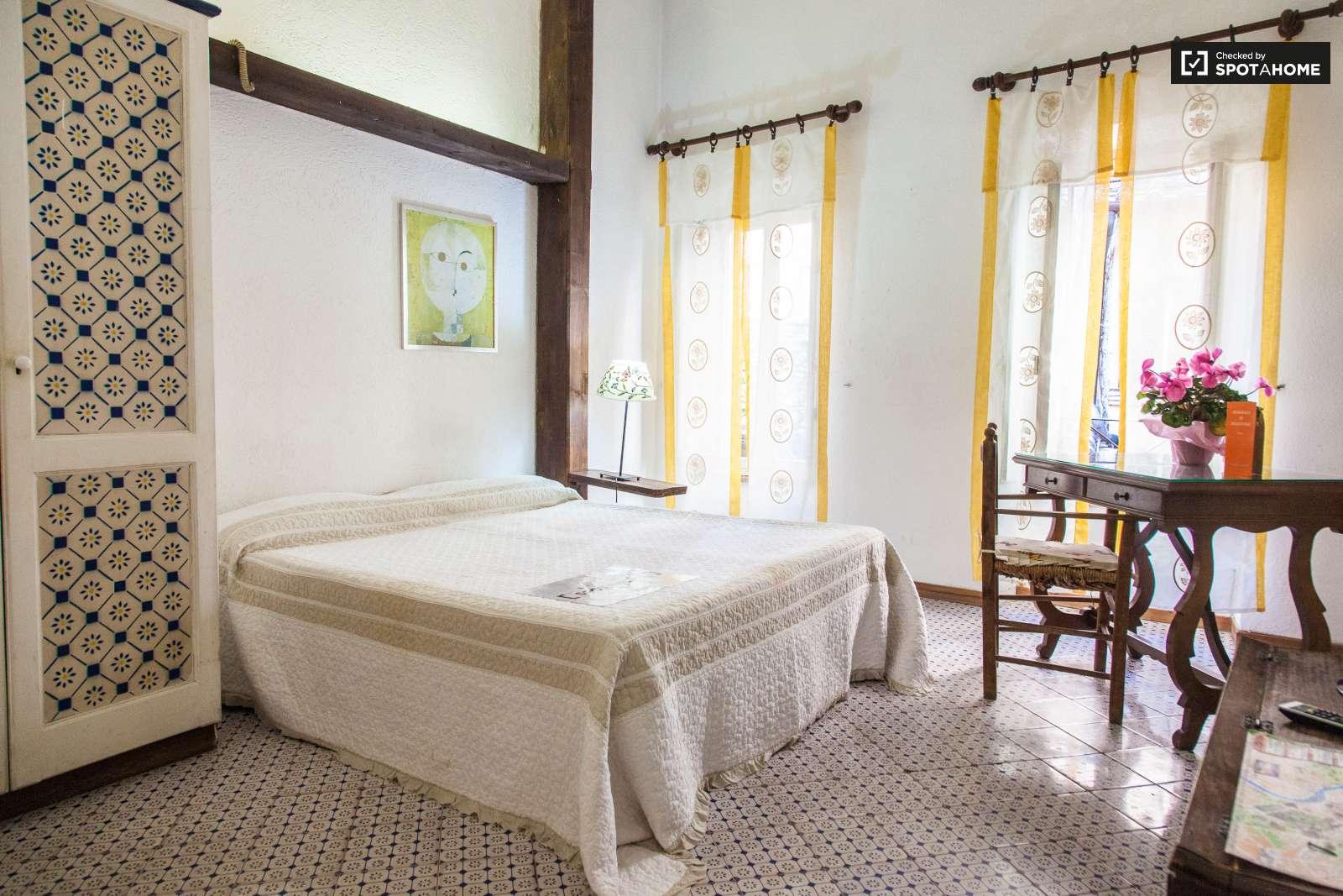 Elegante appartamento con 1 camera da letto in affitto a for Planimetria stanza