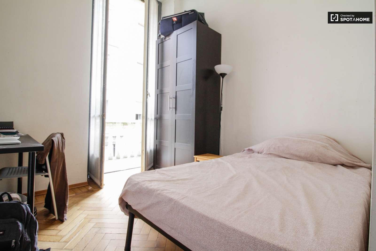 Camera con bagno in appartamento con 3 camere da letto a Vanchiglia ...
