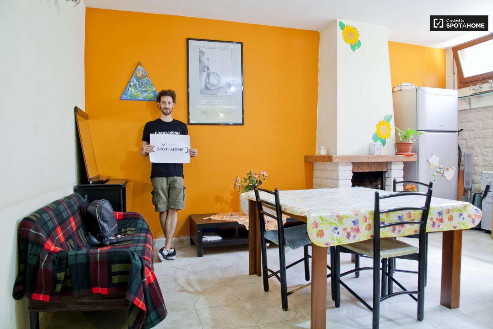 Stanze in affitto in una grande casa con 3 camere da letto for Una casa con quattro camere da letto
