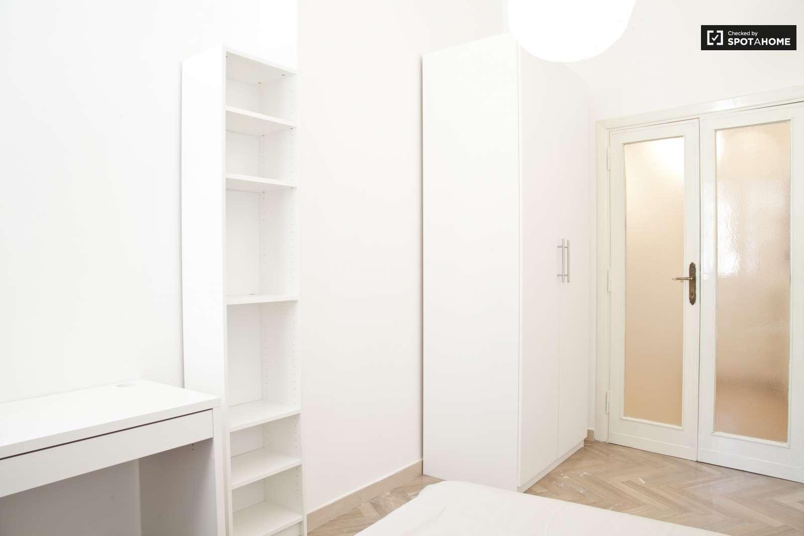 Stanza arredata in appartamento a san paolo roma ref 124946 spotahome - Posso andare in bagno in inglese ...