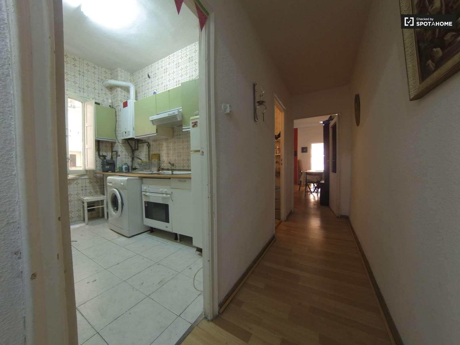 Acogedora habitaci n en piso compartido en cuatro caminos for Alquiler piso cuatro caminos