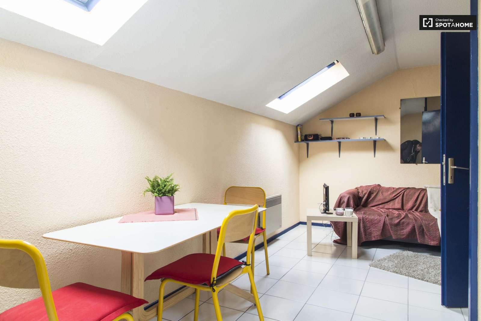 Couple-friendly 1 Bedroom Flat Next to INSA Lyon, La Doua (ref ...
