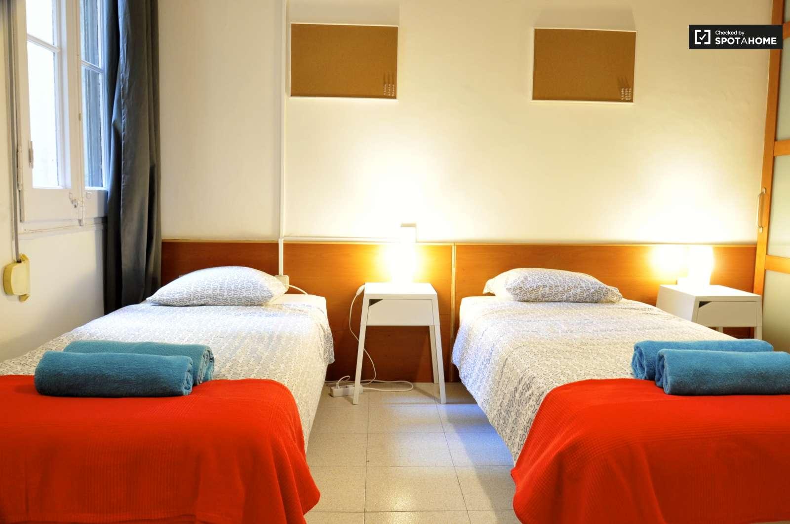 Habitaci n amueblada en piso compartido en eixample for Piso 1 habitacion barcelona