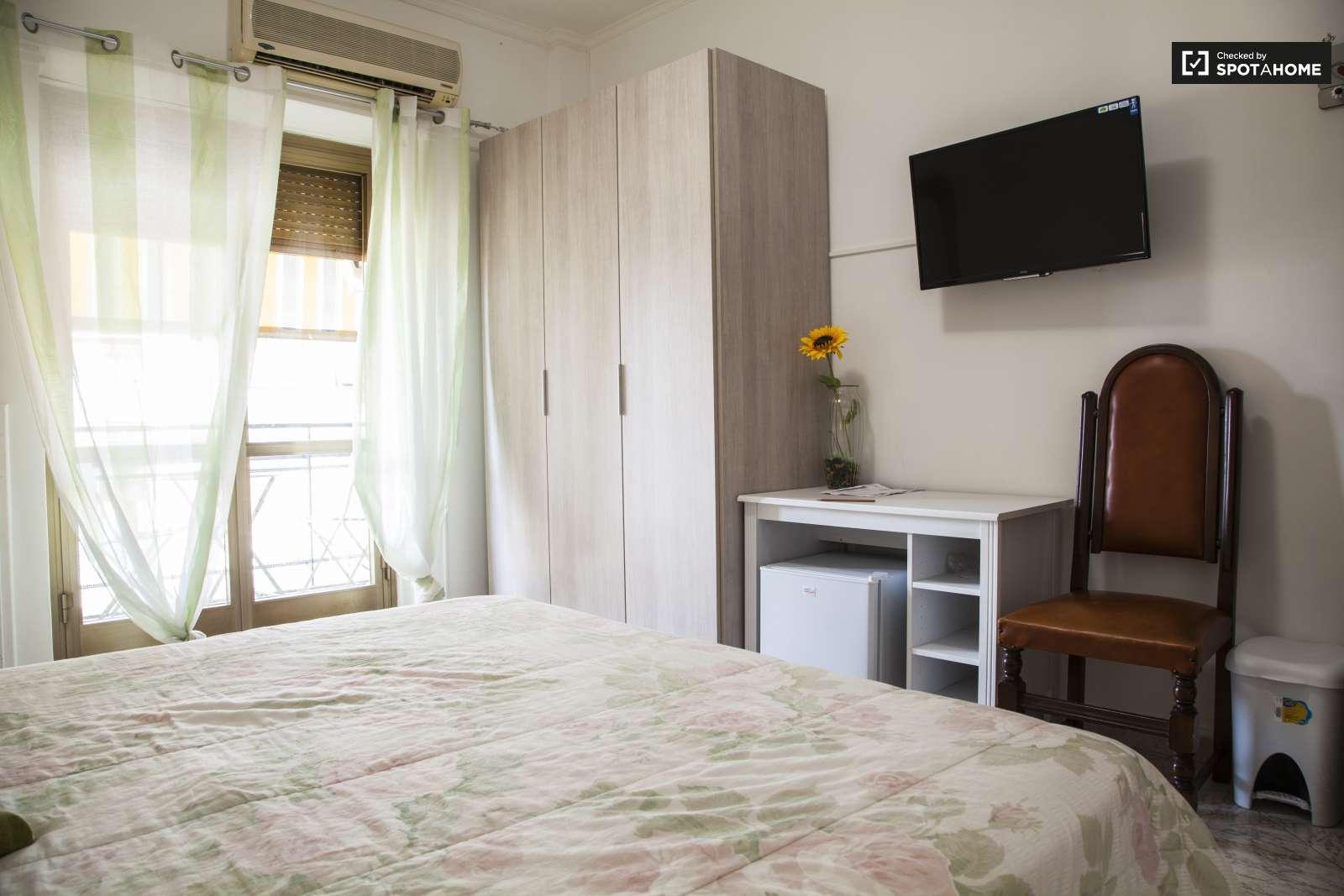 Spaziosa camera in appartamento con 4 camere da letto a Garbatella ...