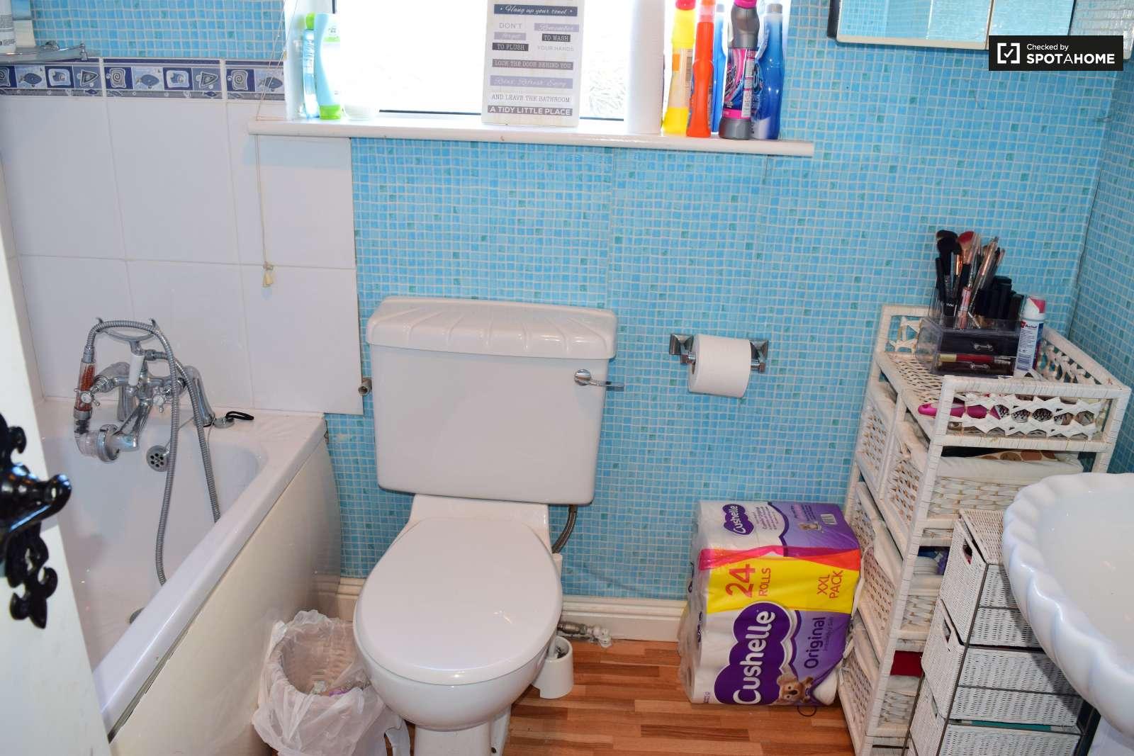 Room to rent in 5-bedroom houseshare in Ballymun, Dublin (ref ...