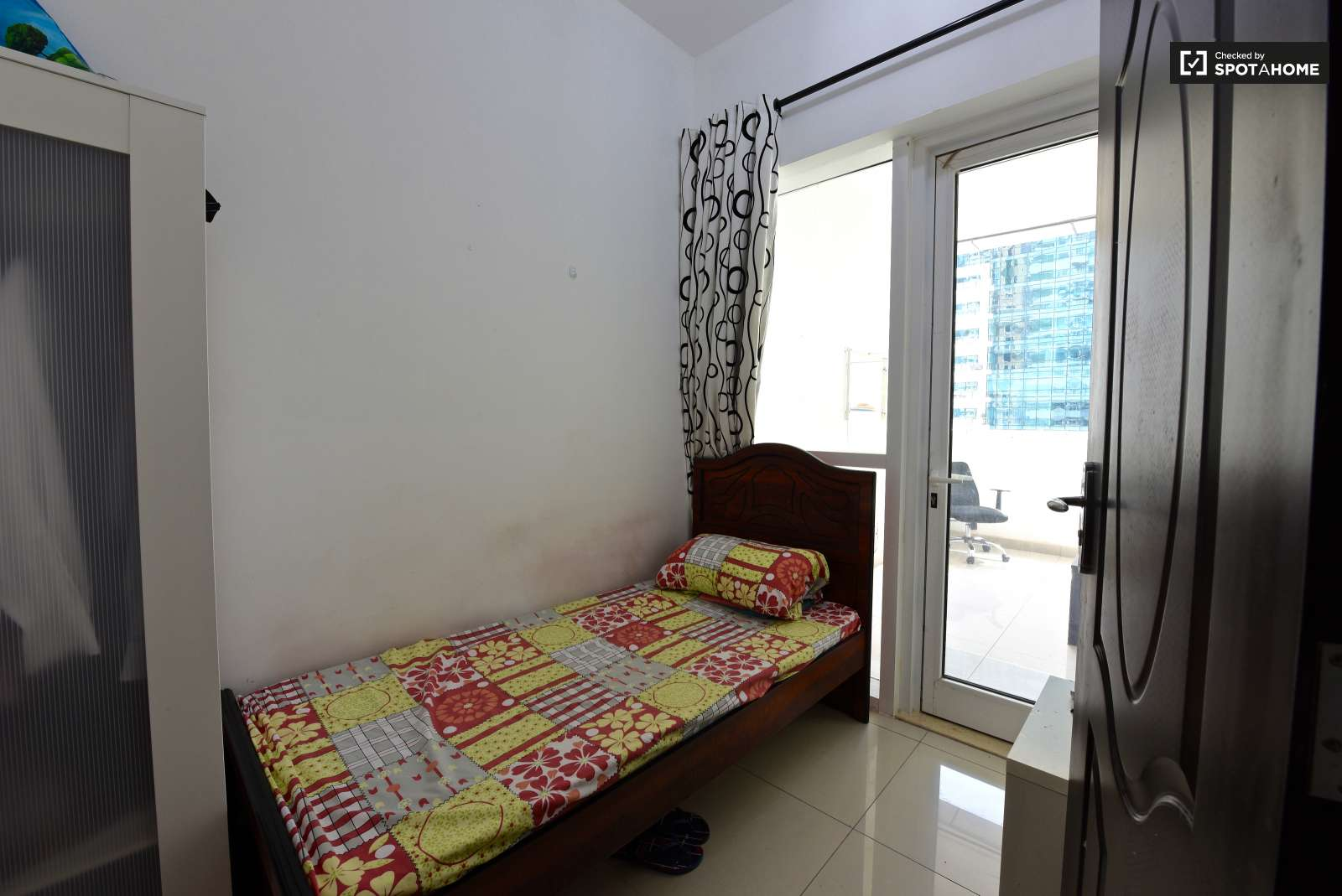 Spacious Room In 6 Bedroom Apartment In Dubai Marina Dubai Ref  # Muebles Bizkaia Guenes