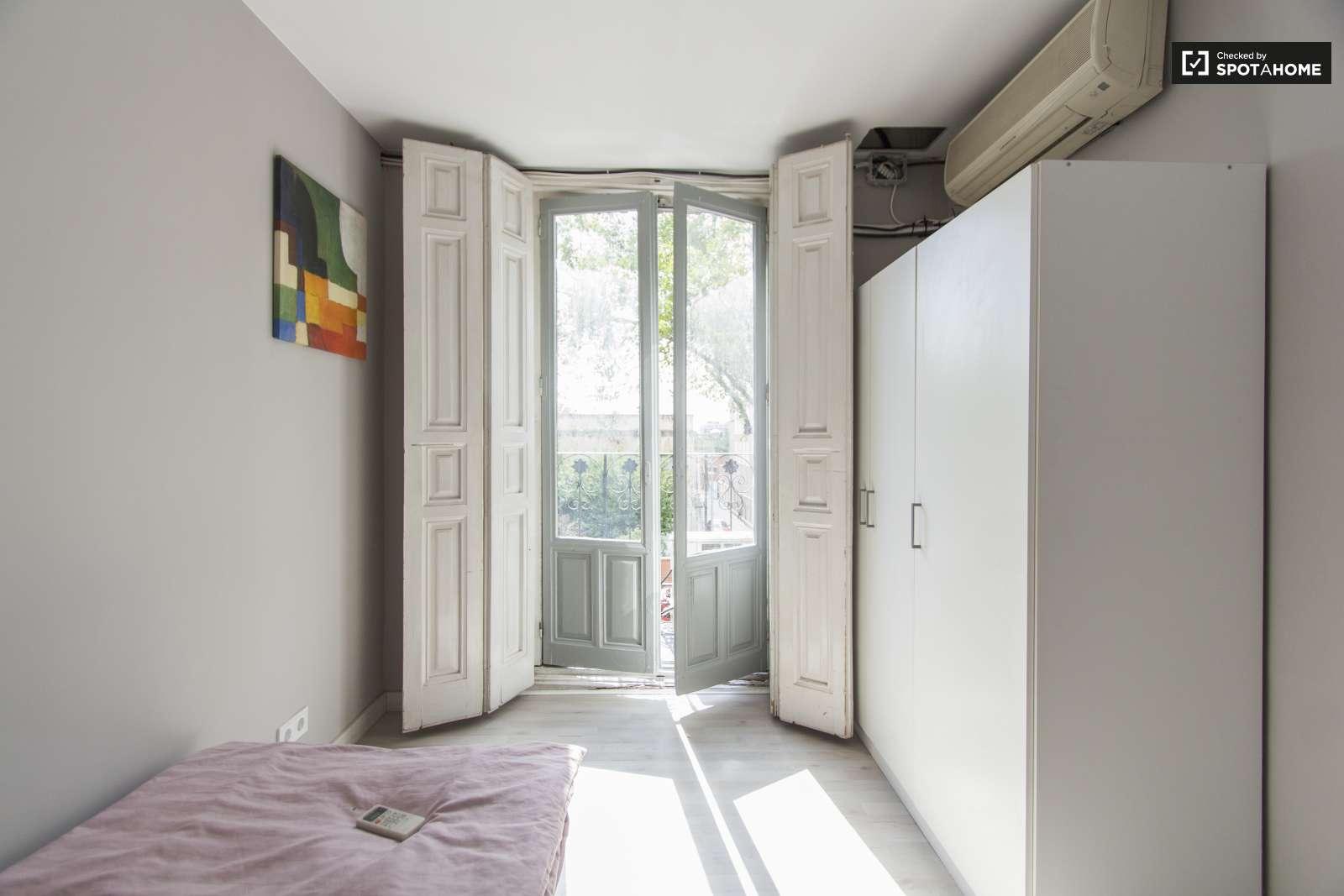 Bright room in 5-bedroom apartment in Rios Rosas, Madrid (ref ...