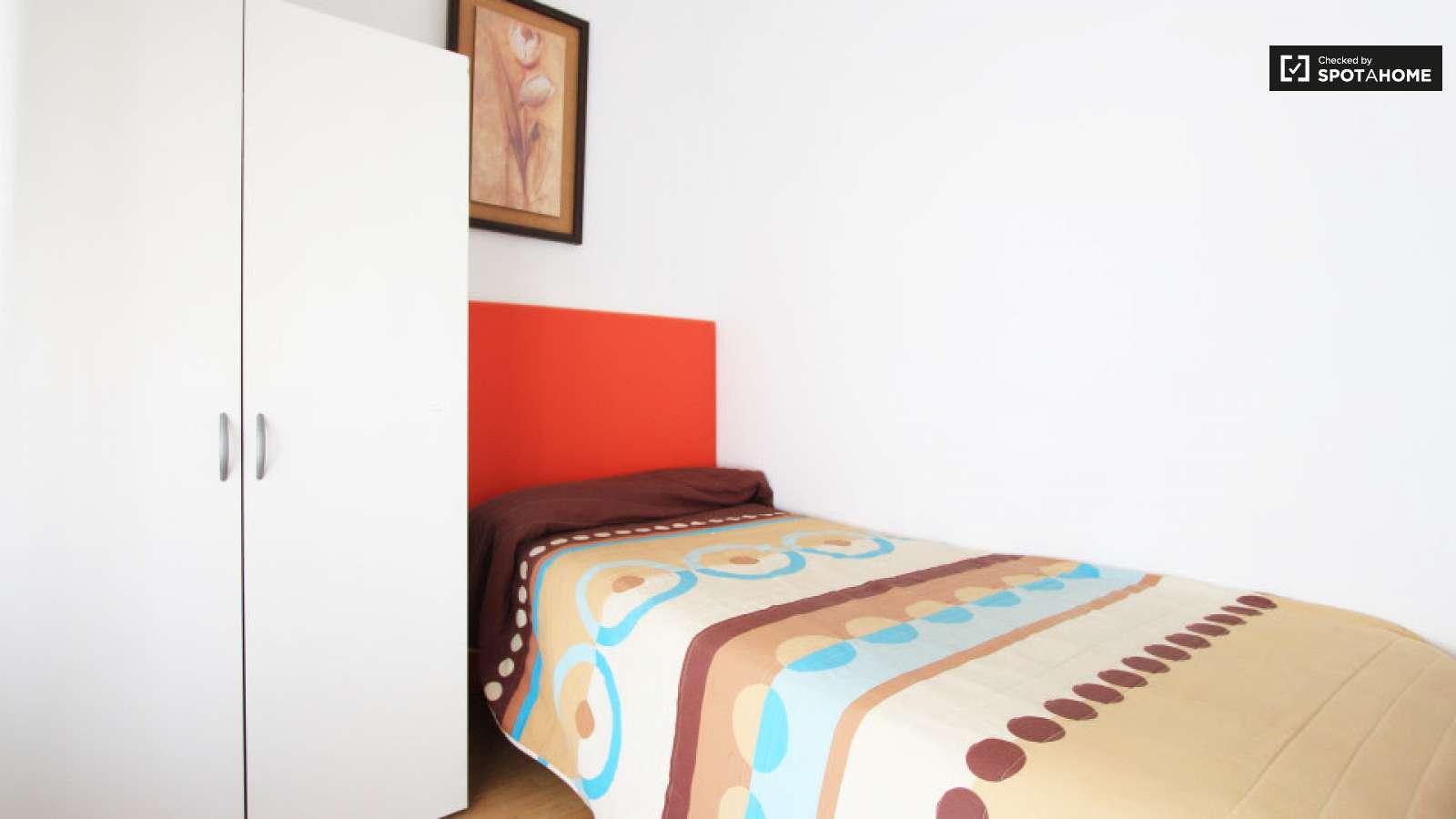 Habitaci n privada en piso de 10 habitaciones en for Piso una habitacion madrid