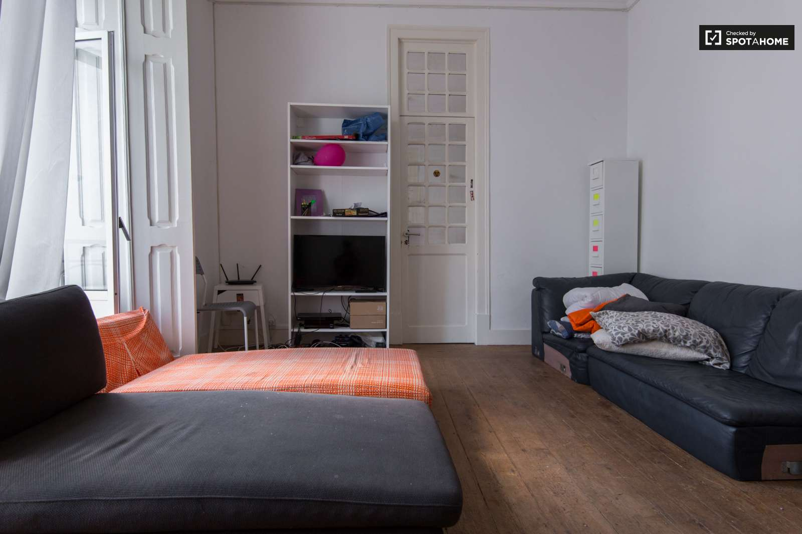 Huge room with balcony in Lisbon (Odivelas)