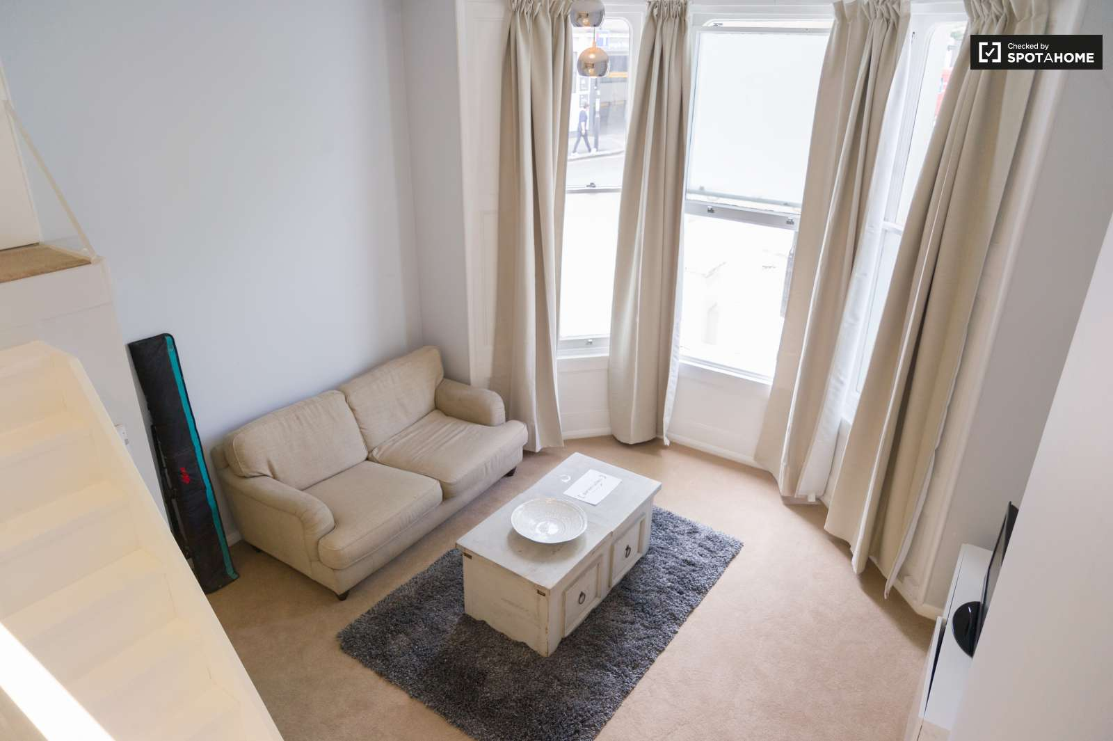Studio flat with double bed to rent in Kensington, London (ref ...
