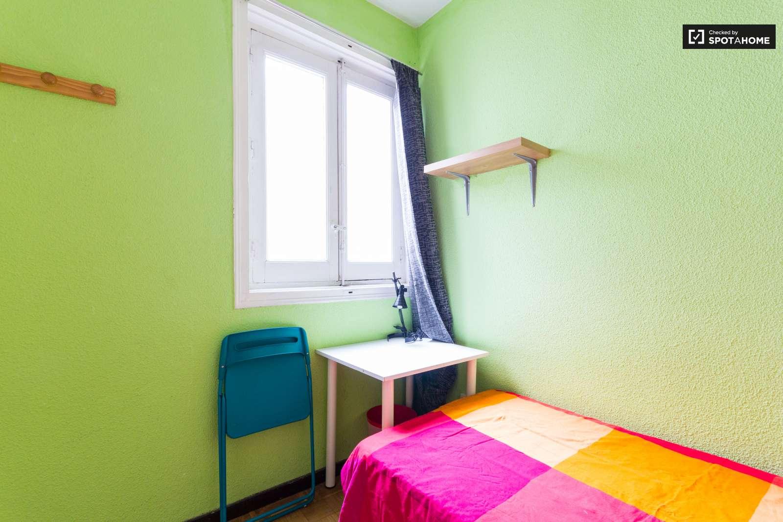 Dormitorio Latina ~ Animada habitación en piso compartido en Latina, Madrid (ref 116490) Spotahome