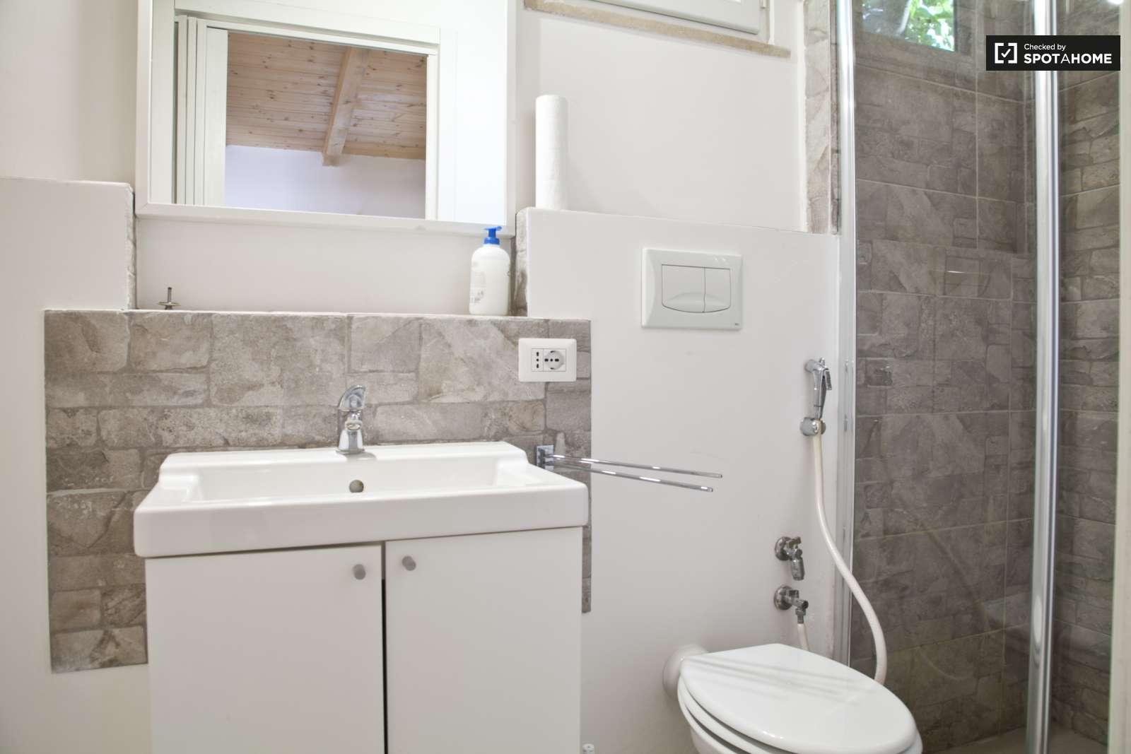 Stanza in affitto in un appartamento con 2 camere da letto for 2 camere da letto 2 piani del bagno