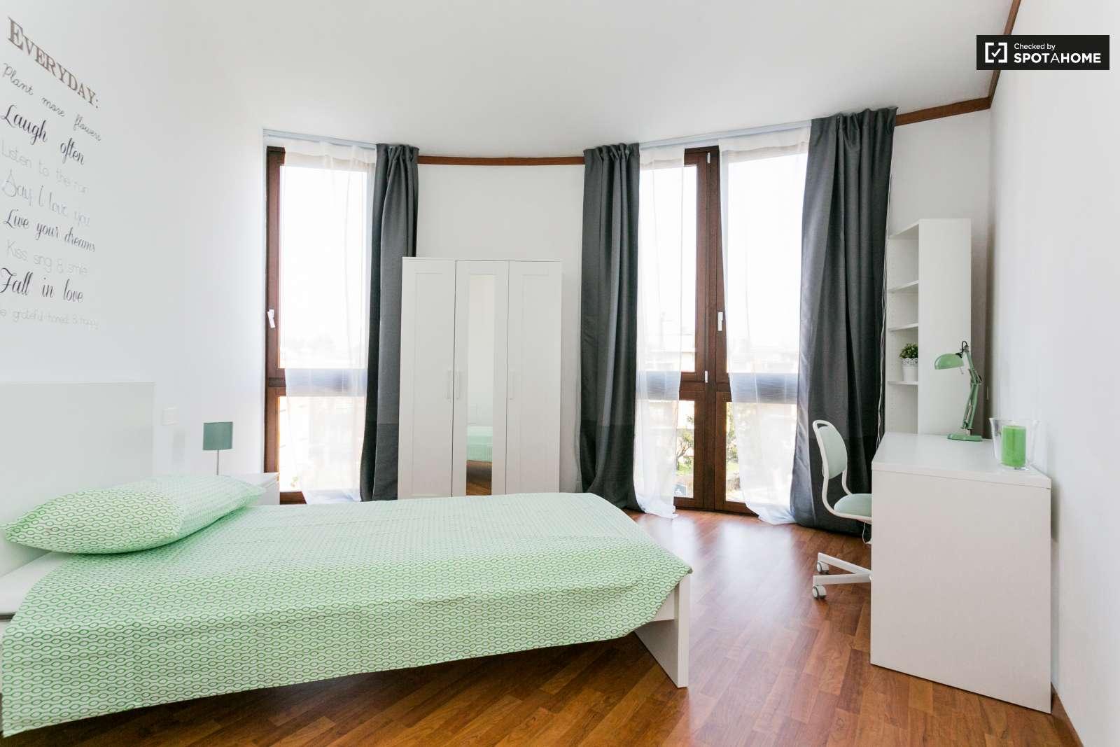 Camera arredata in appartamento con 6 camere da letto a San Siro ...