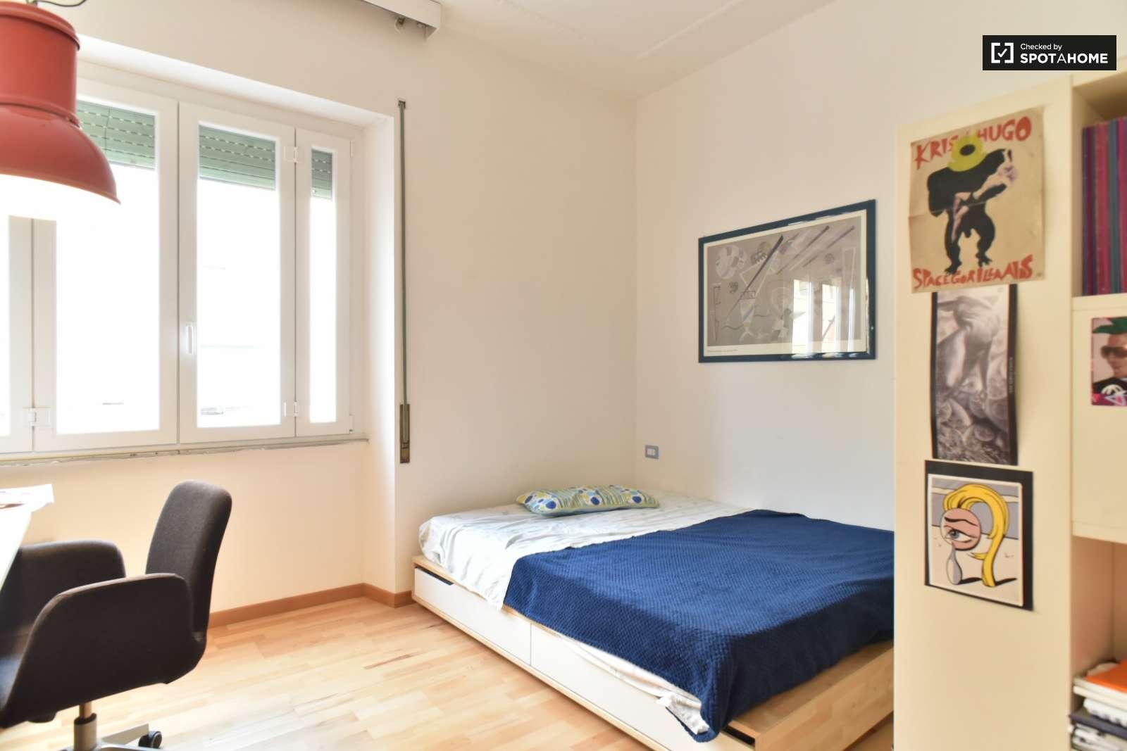 Camera arredata in appartamento con 3 camere da letto a Nomentano ...
