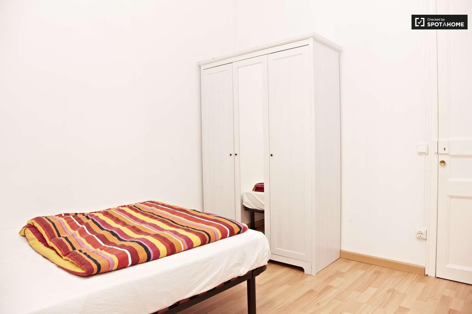 Tranquila habitaci n en piso en vila de gr cia barcelona for Habitacion 73 barcelona