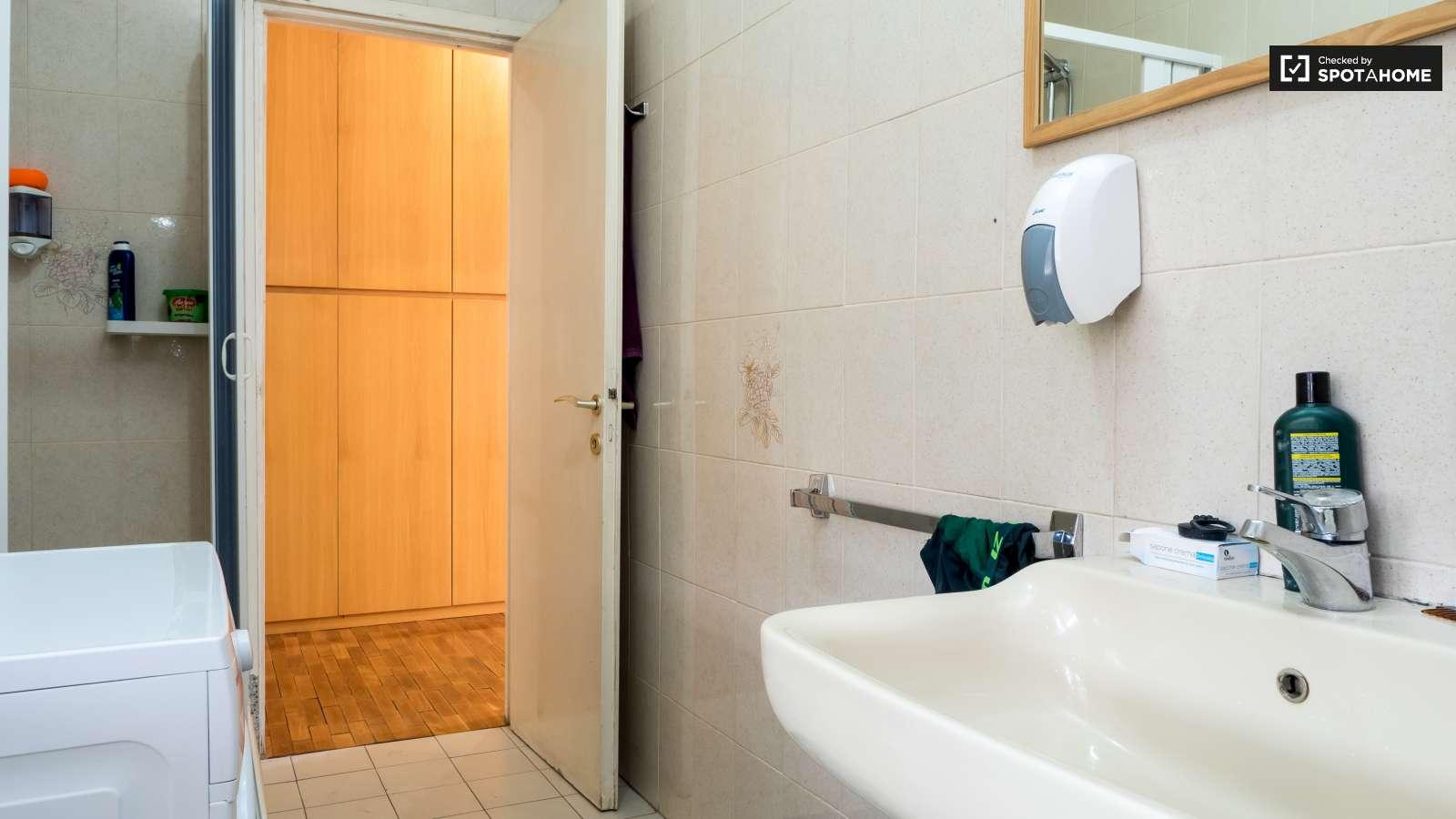 Stanze in affitto in un appartamento con 2 camere da letto for Appartamento con 2 camere da letto