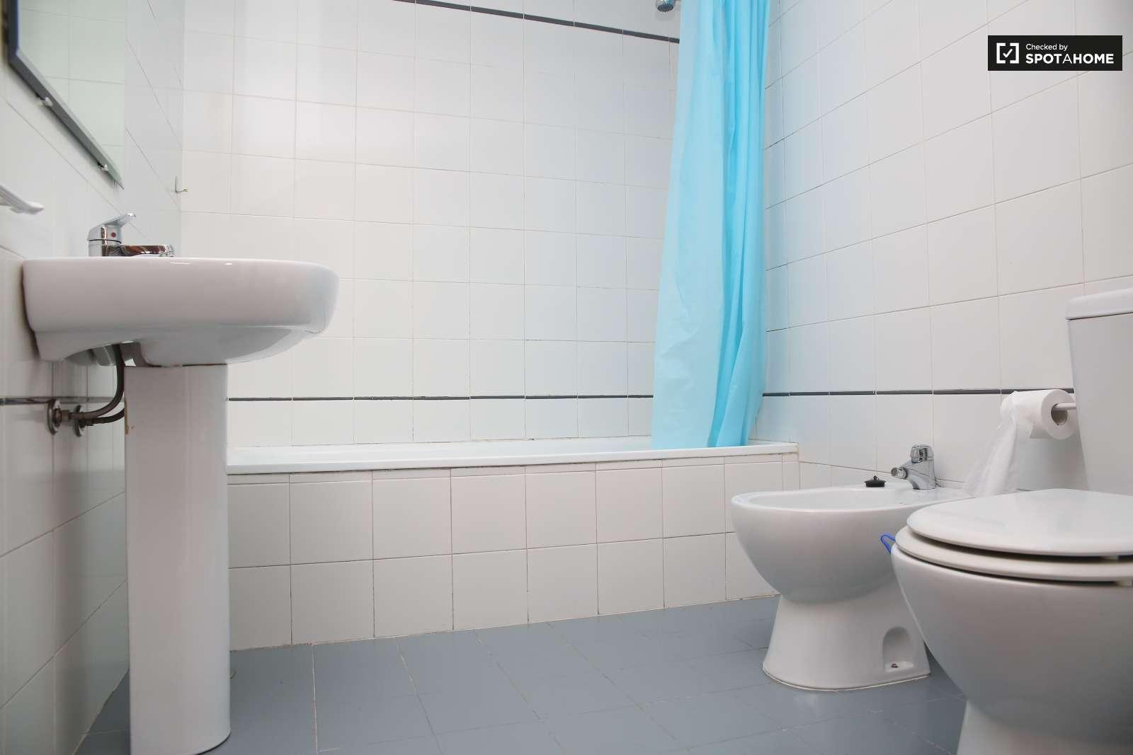 Piso limpio de 2 habitaciones en santa cruz sevilla ref - Cuartos de bano sevilla ...