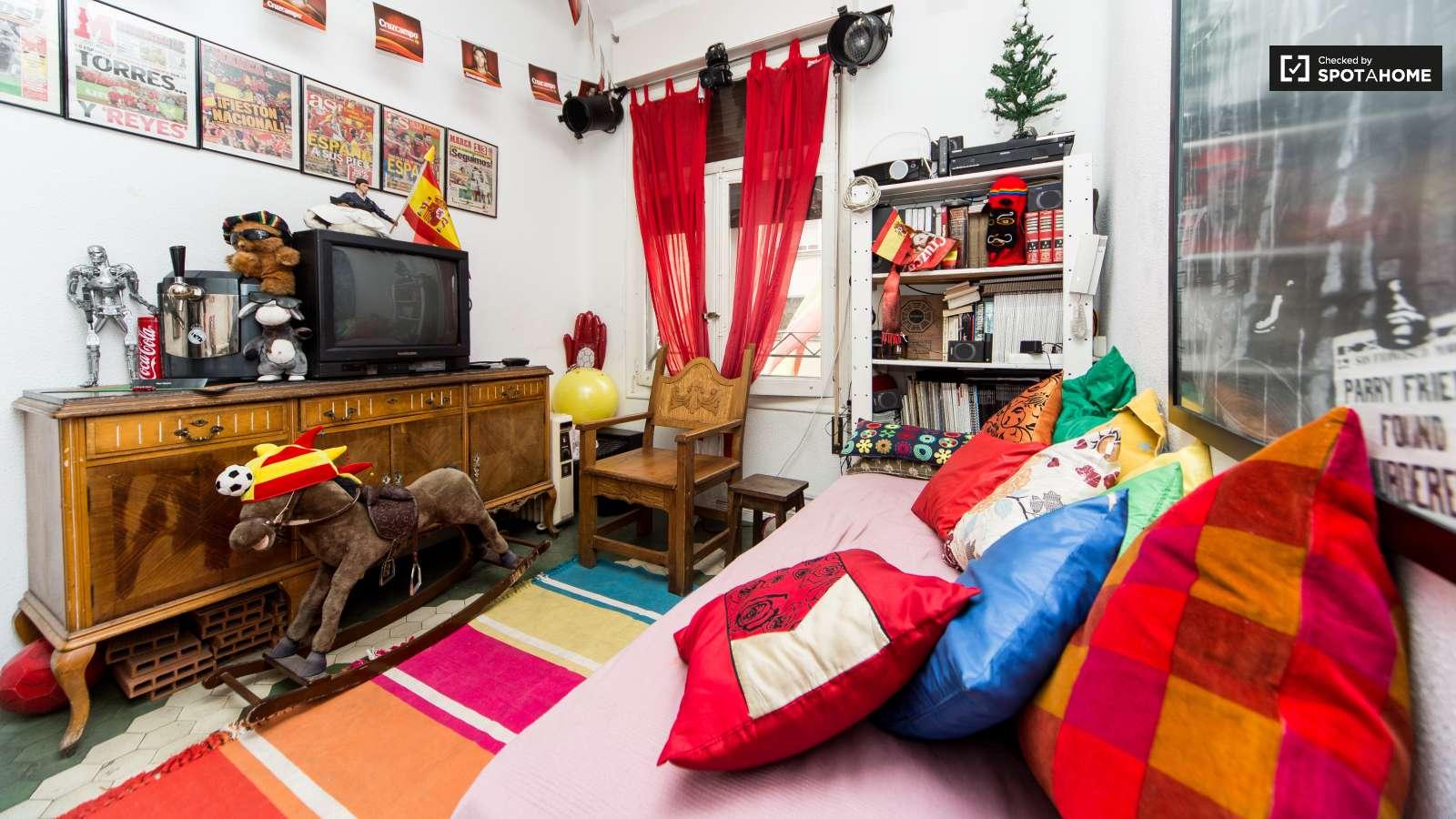 Agradable habitaci n en piso de 4 habitaciones en madrid for Habitaciones en madrid