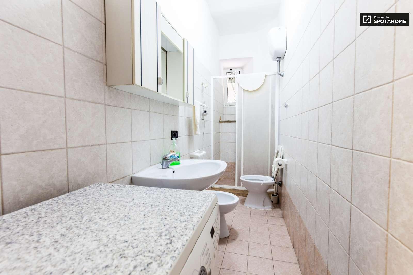 Posti letto in affitto in camera da letto condivisa in un for 2 camere da letto 2 piani del bagno
