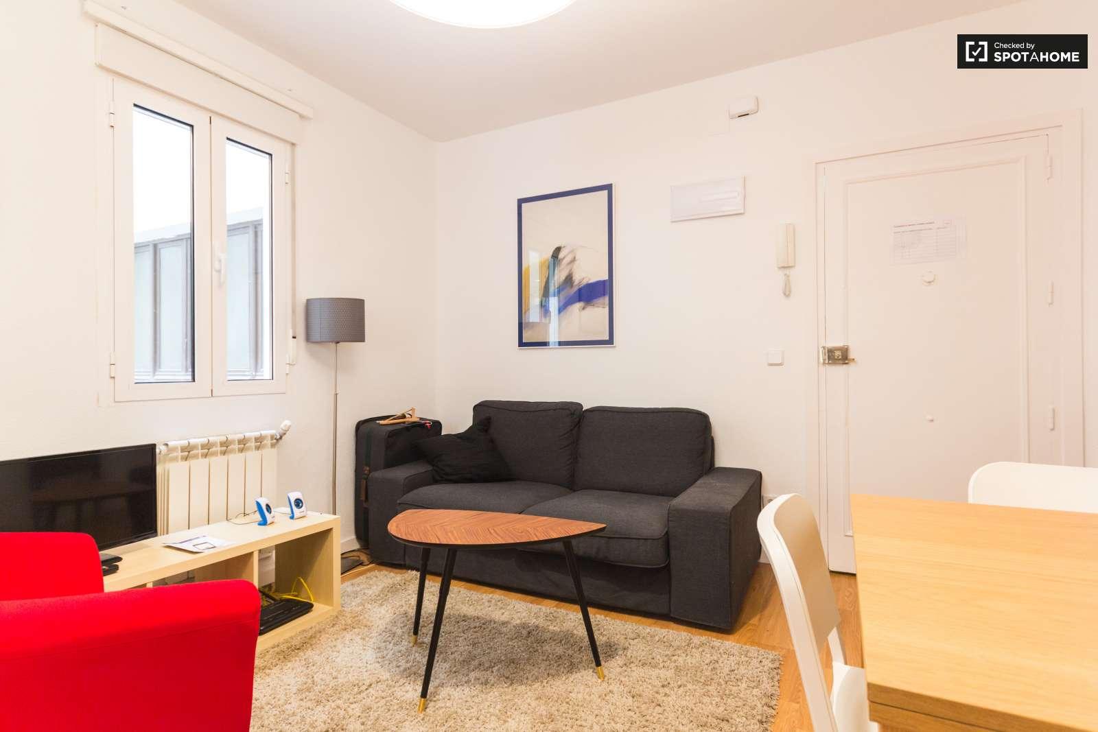 Moderno piso de 3 habitaciones con calefacci n central en - Pisos modernos madrid ...