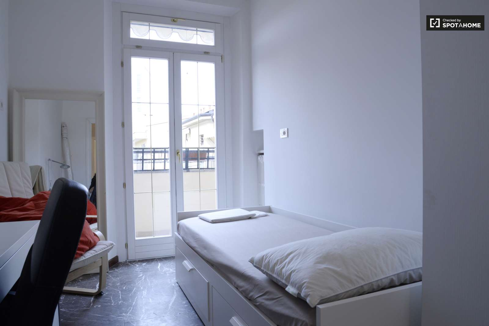Double Room In Apartment In Milan City Centre Ref 93374