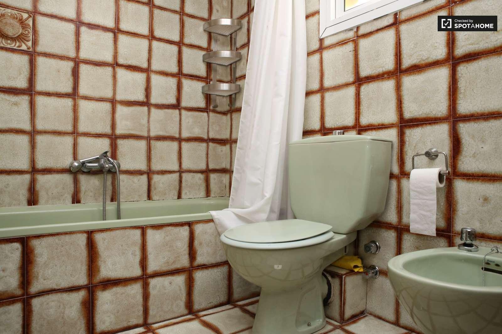 3 habitaciones en alquiler en un piso cerca de la alameda - Cuartos de bano sevilla ...