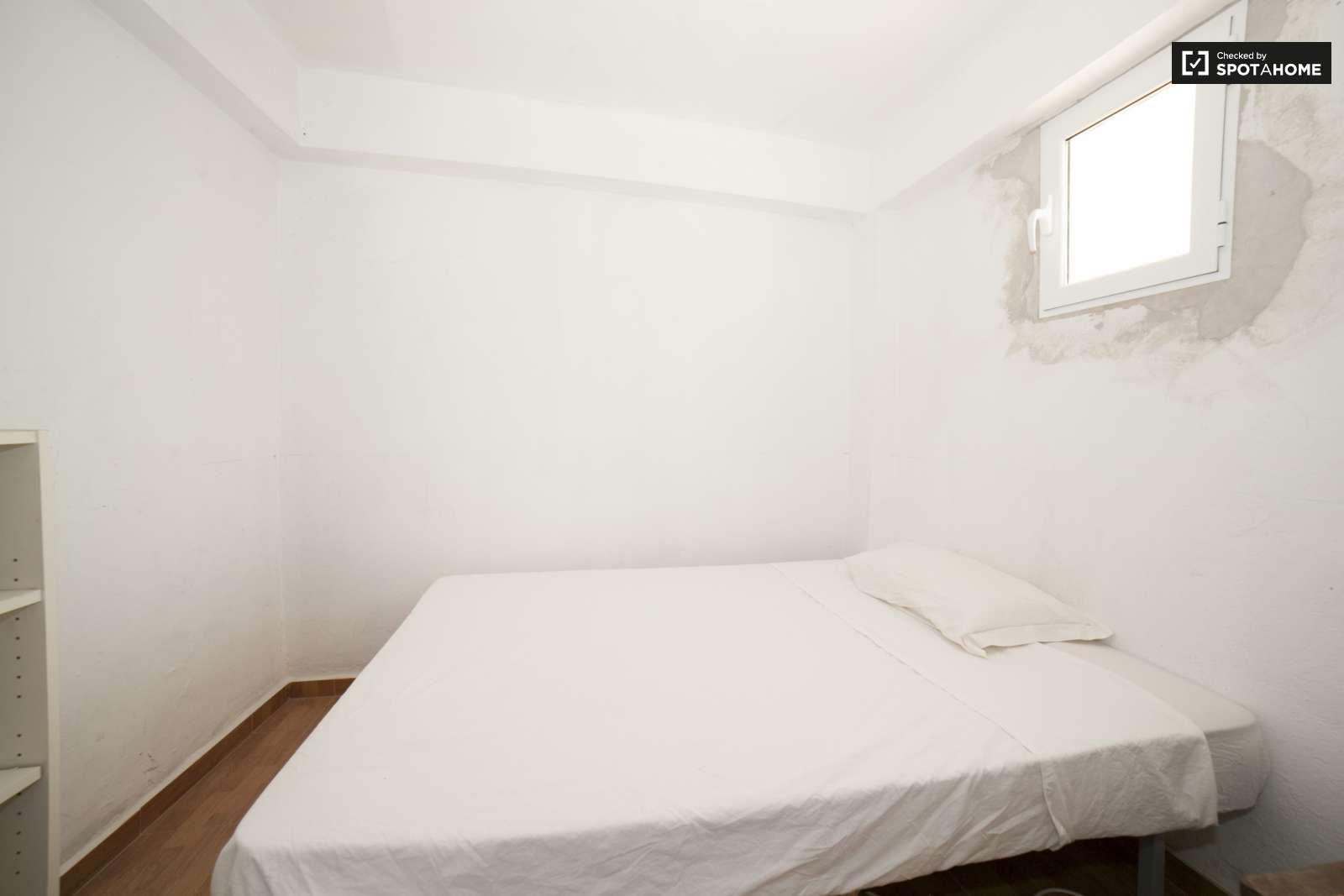 Bedroom El Torren Furnished room in shared