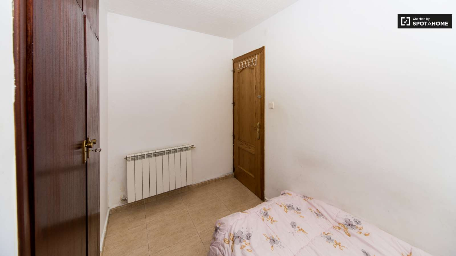 Single Bed Bedroom Single Bed In Rooms For Young People In A Modern 4 Bedroom Flat In
