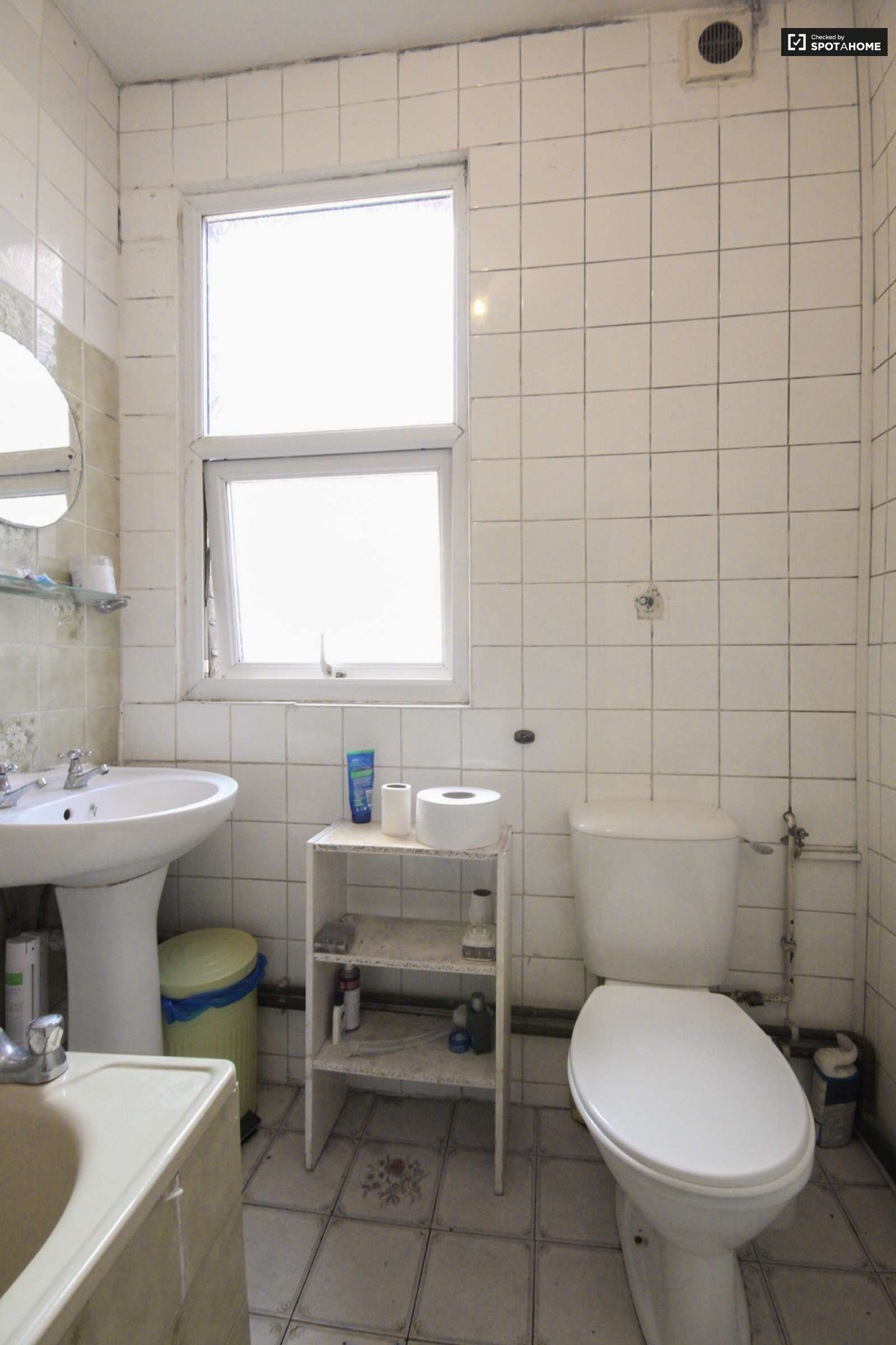 Light Room In Cool 7 Bedroom Flat In Wood Green London Ref 143367 Spotahome