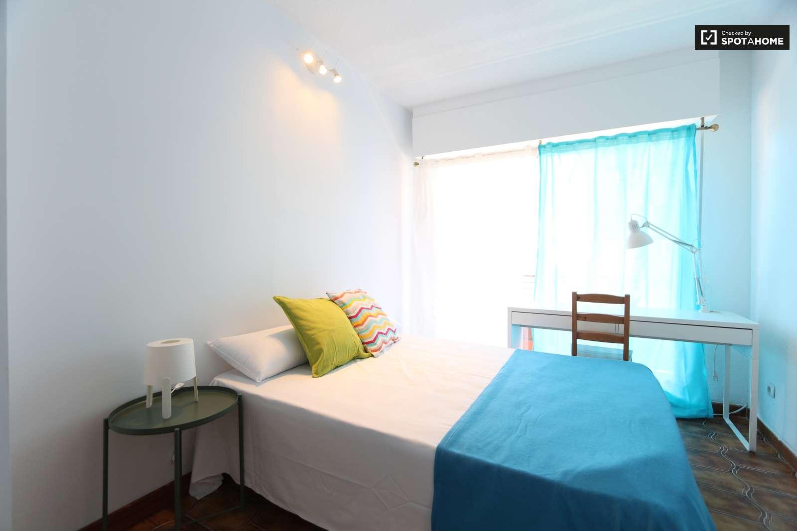 Room with balcony 5 bedroom apartment in puente de for Five bedroom apartments