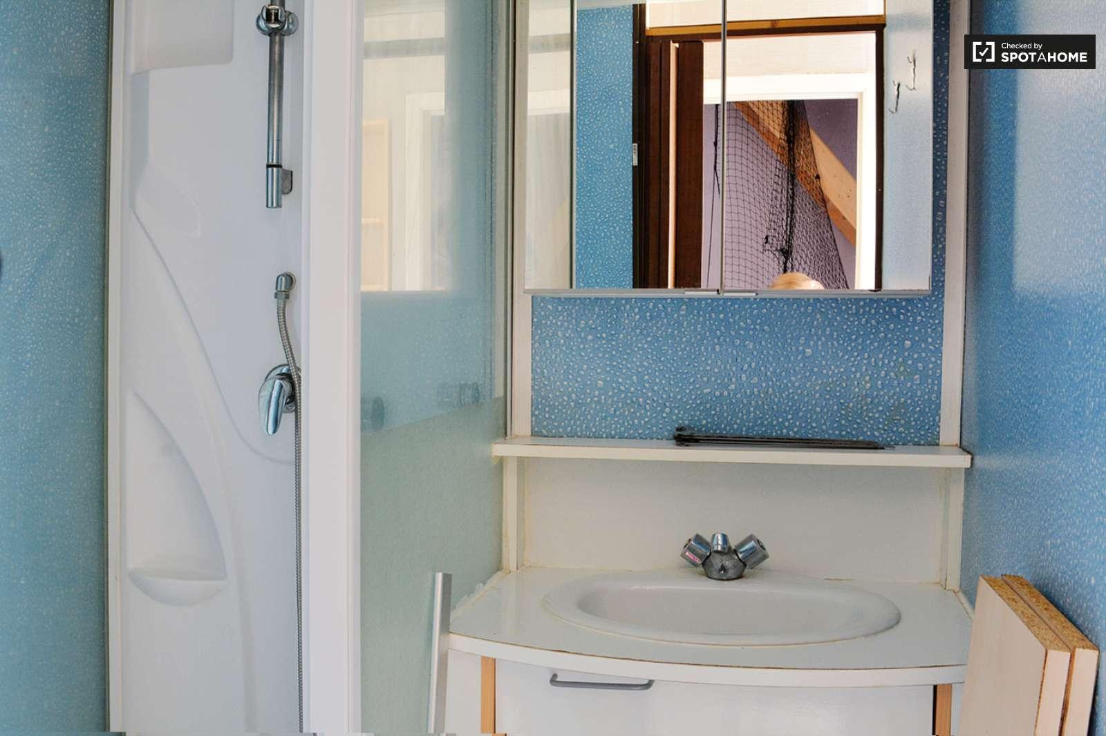 Chambre relaxante dans un appartement de 3 chambres for Salle de bain attenante