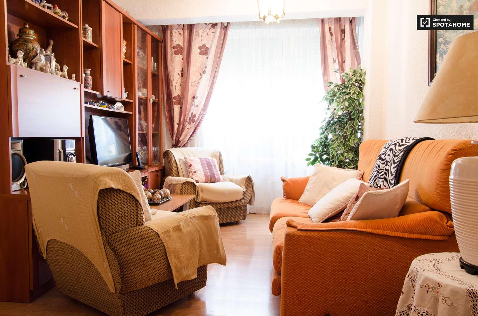 Elegante habitaci n en alquiler para estudiantes femeninas for Pisos estudiantes valencia