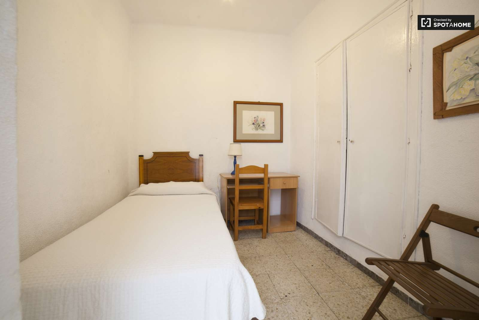 Bedroom 1D Furnished room with desk in