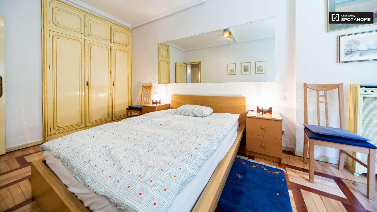 Espacioso piso de 1 habitaci n en moncloa madrid ref for Piso 1 habitacion
