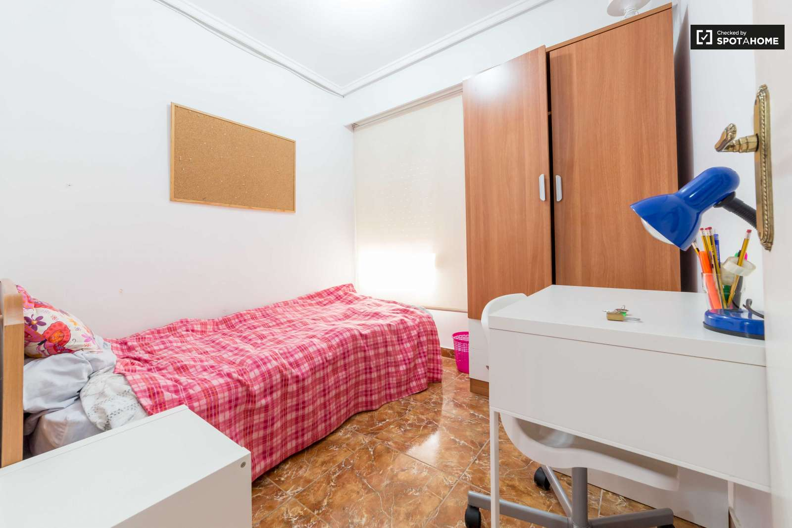 Habitaci n amueblada en piso de 4 habitaciones en algir s for Piso 4 habitaciones valencia