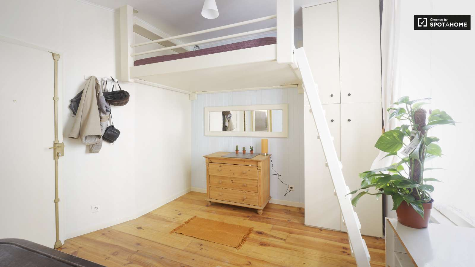Sunny Studio with Washer and Dryer in Ivry-Sur-Seine (ref: 102872 ...