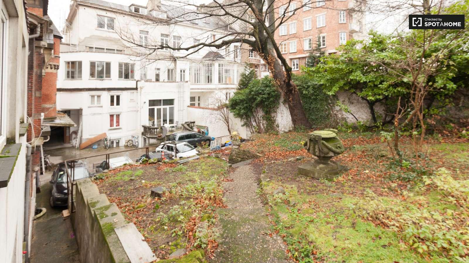 Studio apartment with garden for rent in Ixelles, Brussels (ref ...