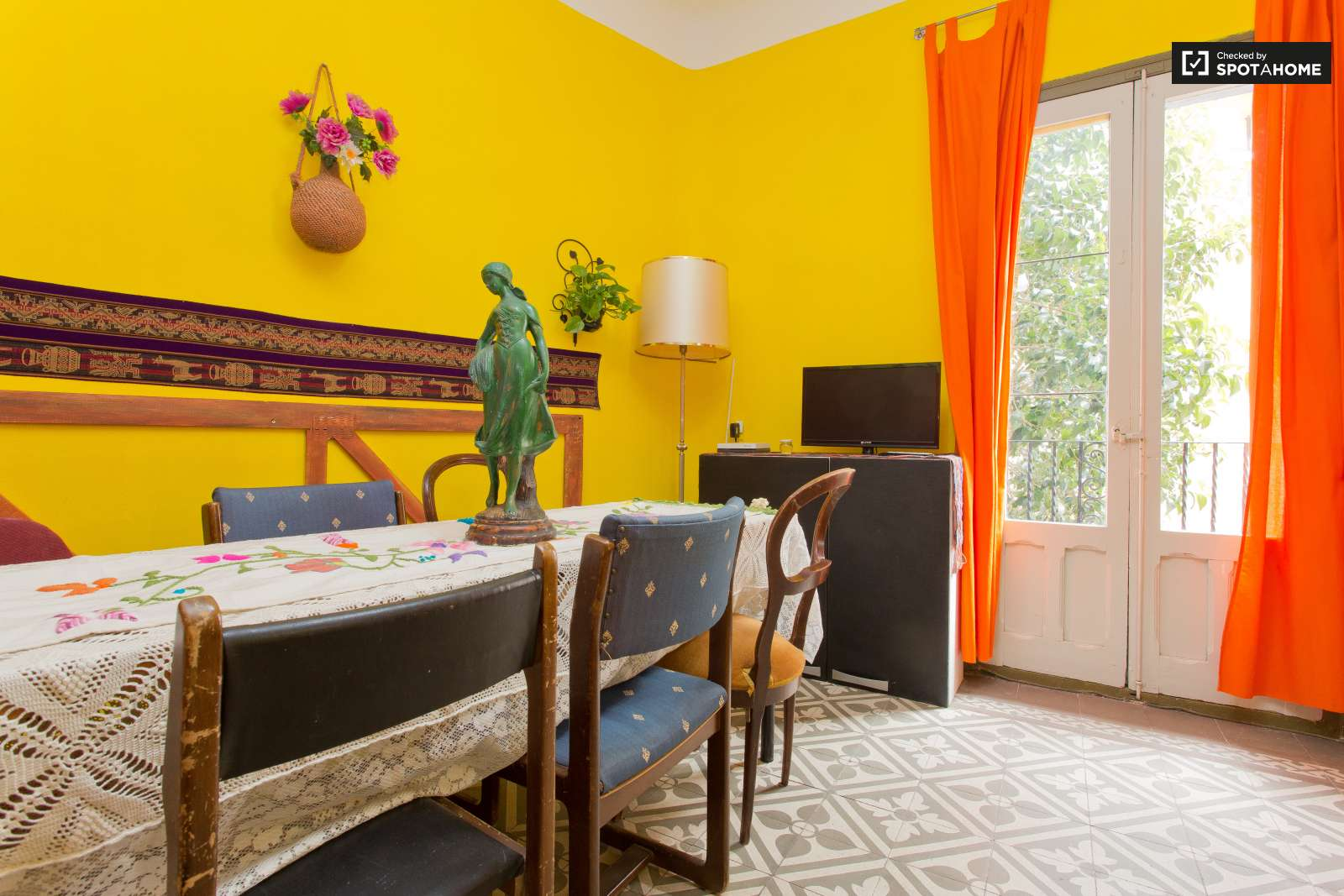 Furnished room in shared apartment in guindalera madrid for Furnished room