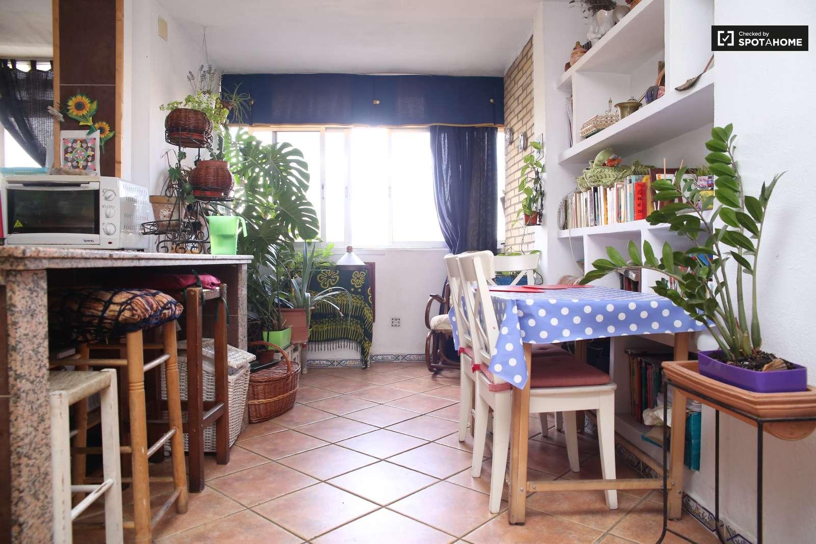 Coqueta habitaci n en piso compartido en pino montano for Piso 1 habitacion sevilla
