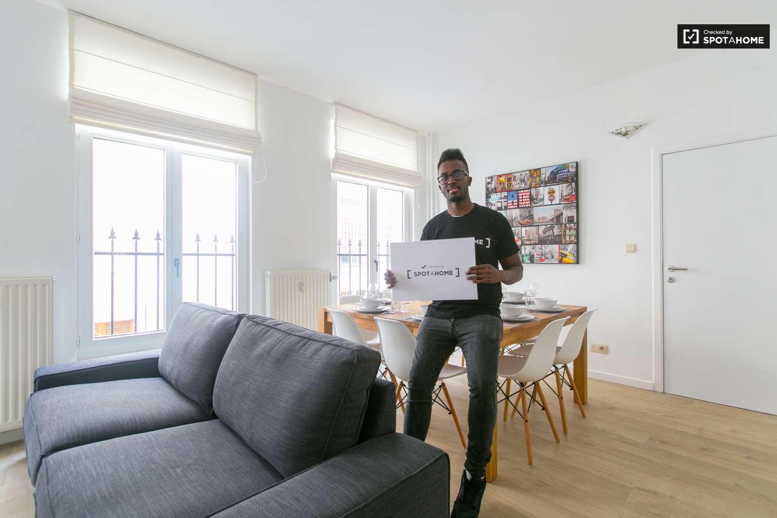 chambre quip e dans un appartement en colocation centre ville de bruxelles ref 127727. Black Bedroom Furniture Sets. Home Design Ideas